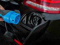 Los eléctricos suben en ventas y los híbridos remontan la caída