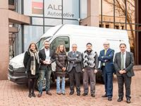 ALD dona una furgoneta a Cáritas para su uso solidario