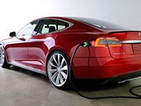 Tesla prepara el primer cargador que se conecta automáticamente al coche