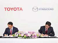 """Toyota y Mazda se alían para """"hacer mejores coches y clientes más felices"""""""