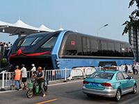 China abandona su proyecto de autobús elevado para evitar atascos