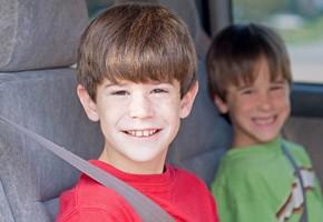 ¿Cómo viajar seguros con los niños este verano?