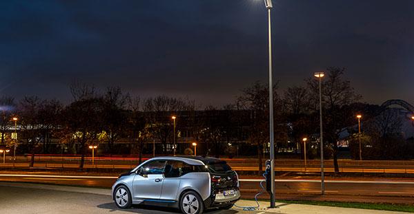 BMW utilizará farolas como puntos de recarga para sus vehículos eléctricos