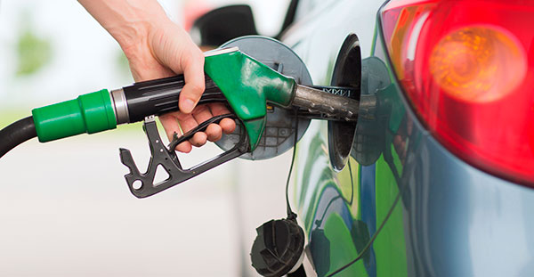 La bajada de los carburantes ahorra 500 euros anuales a los vehículos de renting