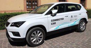 """Telefónica y Seat prueban el primer coche español que """"habla"""" con su entorno"""