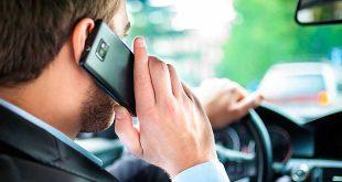 La DGT endurecerá sus sanciones por utilizar el móvil al volante