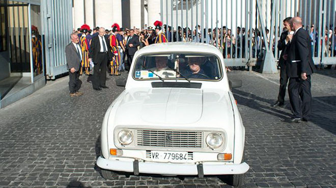 Renault 4 PApa Francisco