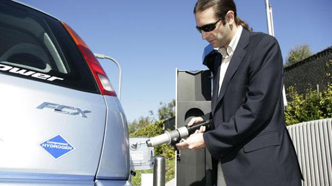 Repostaje de Honda Clarity FCX, vehículo de hidrógeno