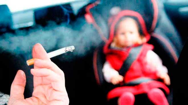 Sabias qué... te pueden multar por fumar al volante