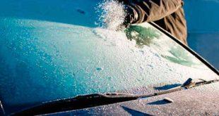 Así se debe retirar el hielo del parabrisas después de una helada