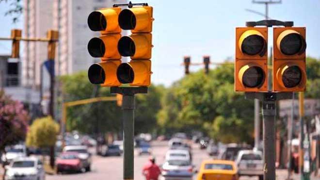 ¿Qué multa conlleva saltarse un semáforo en rojo?