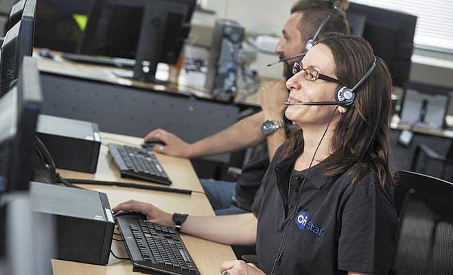 Un centro de llamadas recoge la señal de emergencia lanzada por el vehículo y activa los protocolos de emergencia que requiera la situación.