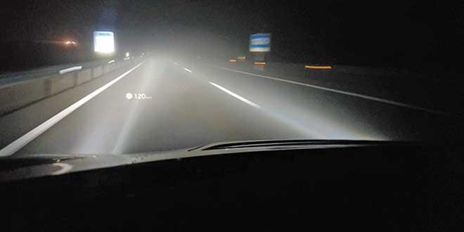 Sistema de ayuda a la conducción, asistente de luces de carretera