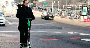 El casco y el seguro, obligatorios en Alicante para los usuarios de patinetes