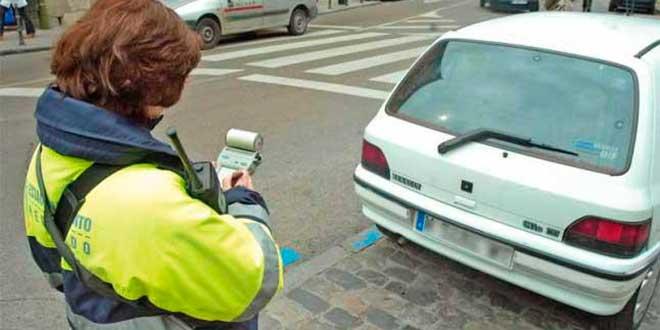 Los coches sin etiqueta medioambiental de la DGT no podrán aparcar en zona SER en Madrid