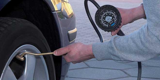 Controlar la presión de los neumáticos