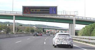 SEAT lanza un proyecto piloto de coche conectado con los semáforos