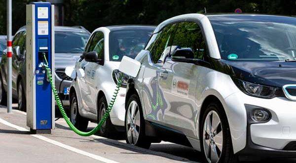 Los vehículos electrificados y de gas crecen un 63% en julio