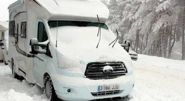 Cómo conducir una autocaravana con seguridad en invierno