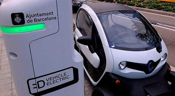 Barcelona cobrará por la recarga de coches eléctricos en puntos públicos