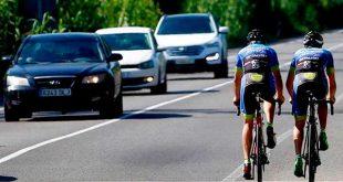 La DGT modifica la normativa para adelantar a ciclistas en carretera