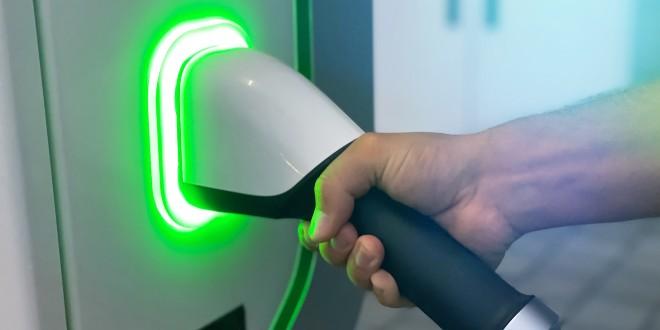 La UE estrena el nuevo etiquetado para vehículos eléctricos y enchufables